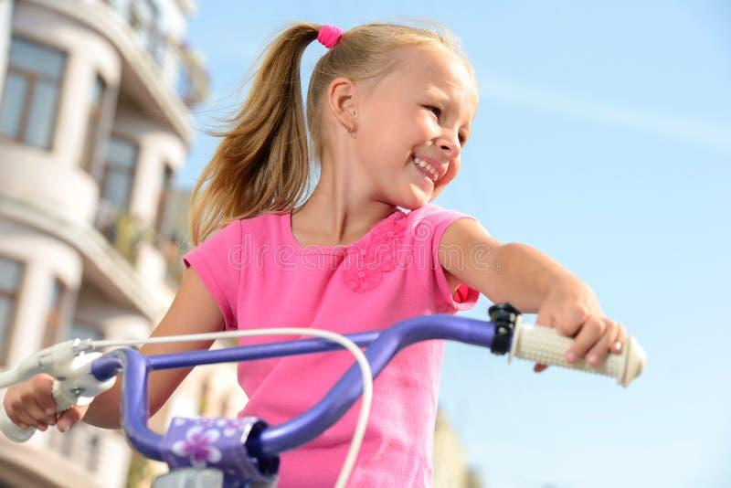 Download Bici de la calle foto de archivo. Imagen de outdoor, feliz - 44852572