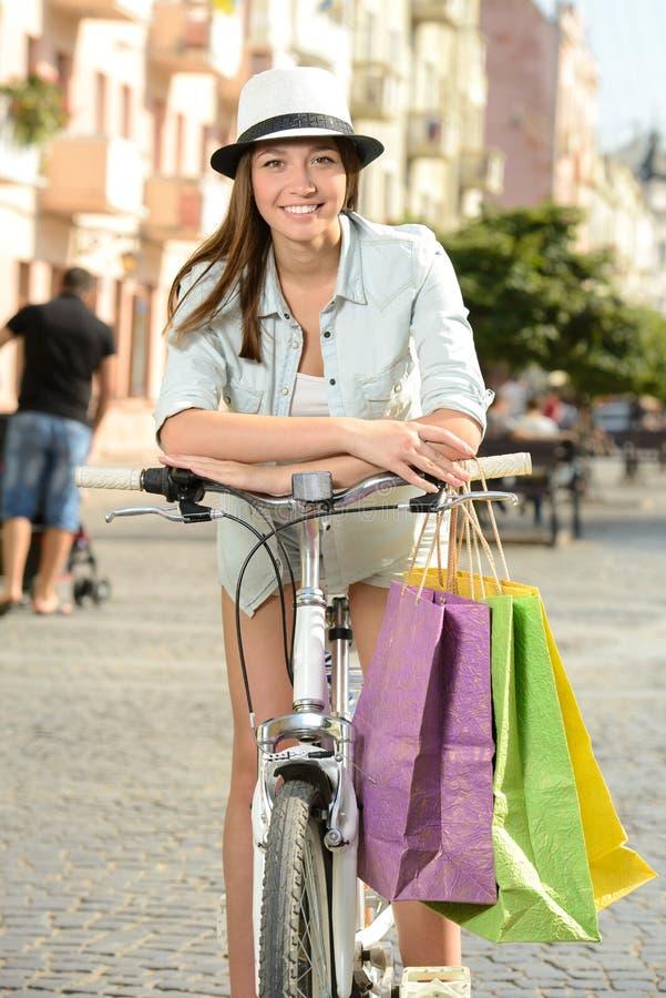 Download Bici de la calle foto de archivo. Imagen de grupo, feliz - 44852864