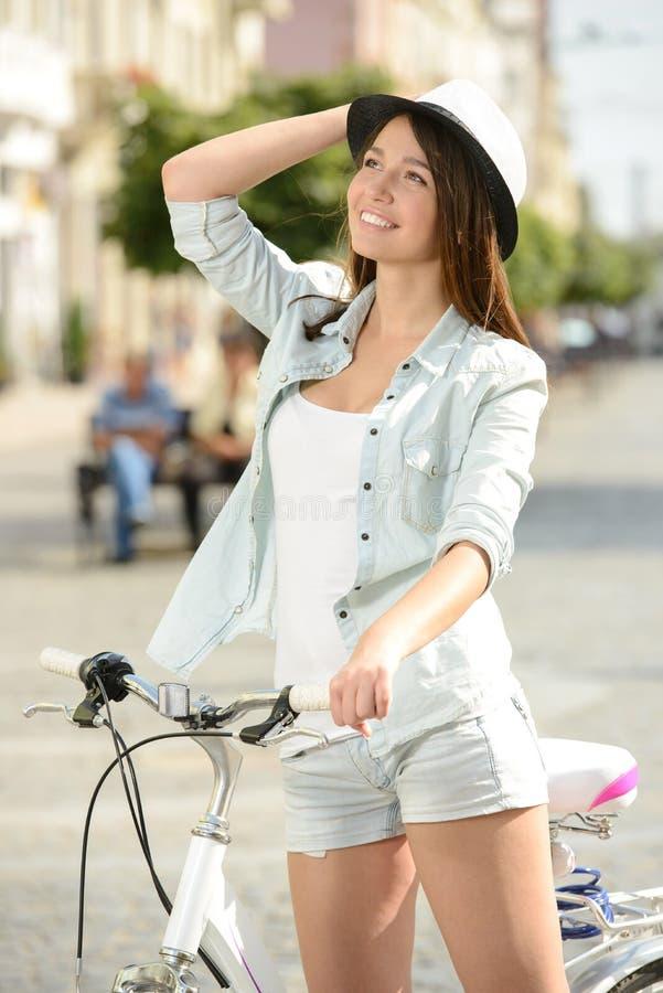 Download Bici de la calle foto de archivo. Imagen de atractivo - 44852920