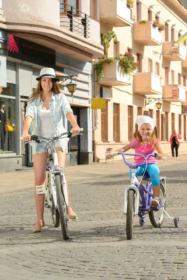 Download Bici de la calle imagen de archivo. Imagen de poco, cyclist - 44852927