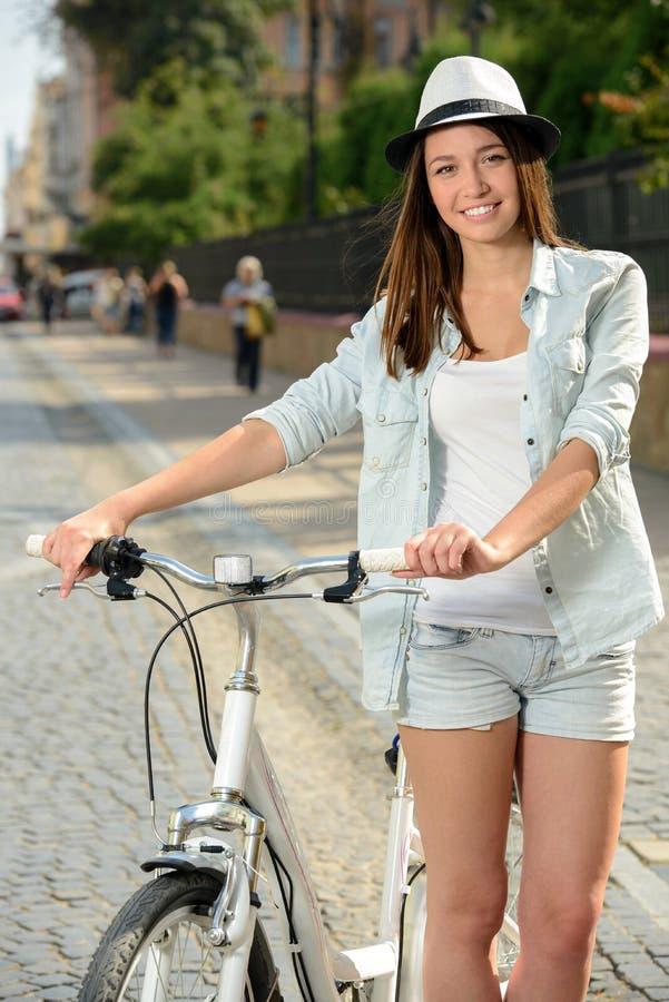 Download Bici de la calle imagen de archivo. Imagen de gente, adulto - 44852951
