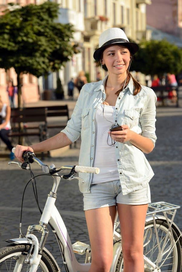 Download Bici de la calle foto de archivo. Imagen de actividad - 44853140