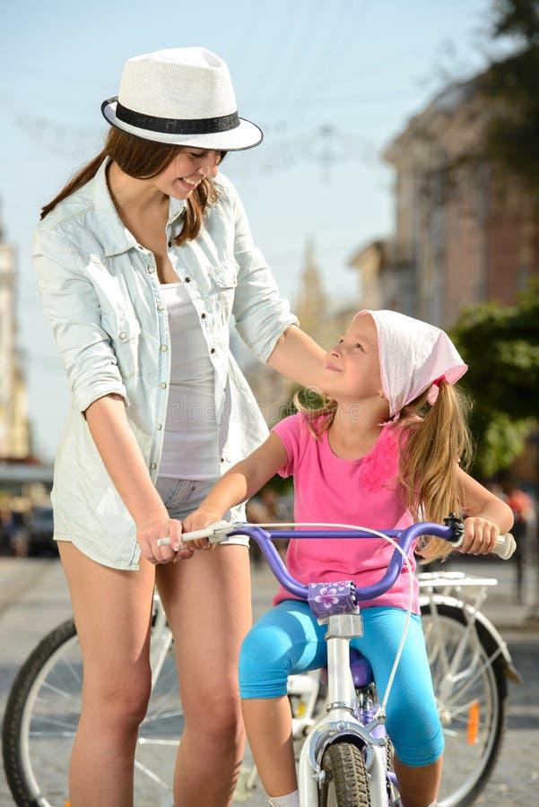 Download Bici de la calle foto de archivo. Imagen de viejo, adulto - 44853186