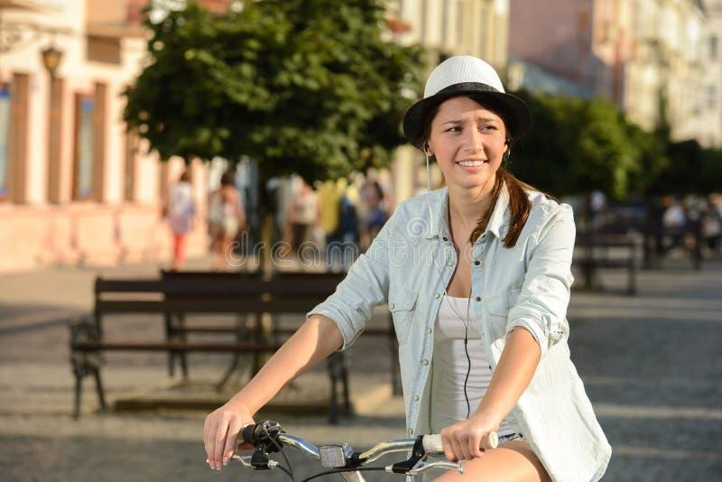 Download Bici de la calle foto de archivo. Imagen de parque, adulto - 44853224