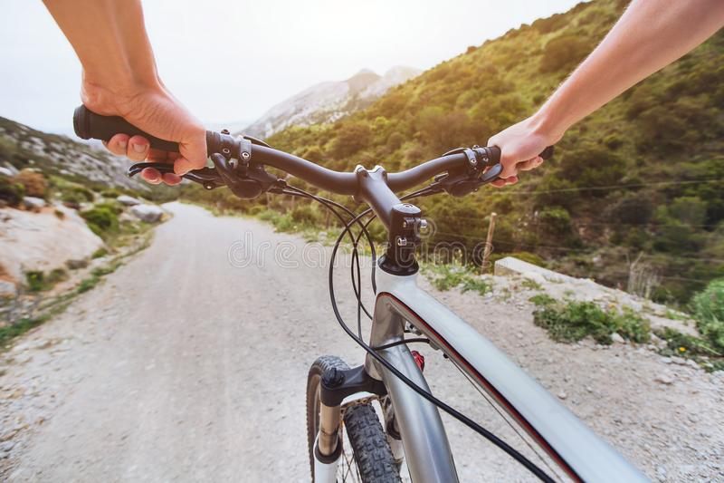 Bici de montaña, bicicleta extrema en declive, deporte al aire libre imagen de archivo libre de regalías