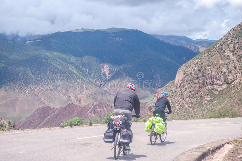 Bici de montaña de ciclo de la gente imágenes de archivo libres de regalías