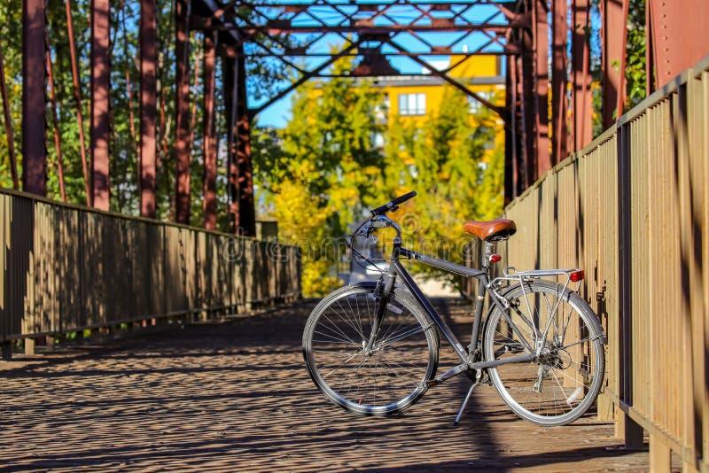 Bici della città sul ponte della zona verde in Boise Idaho del centro fotografia stock