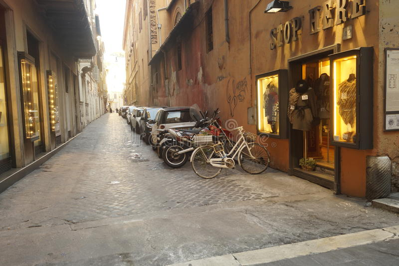 Bici en el callejón fotos de archivo