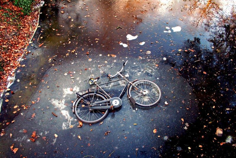 Bici en el hielo imagen de archivo