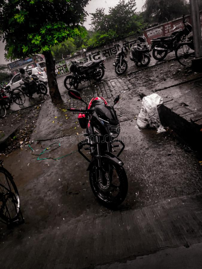 Bici en lluvia imágenes de archivo libres de regalías