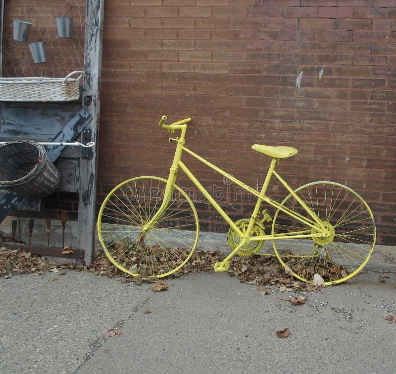 Bici gialla fotografia stock libera da diritti