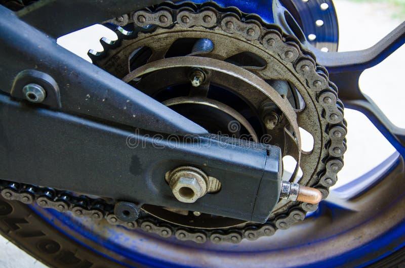 Bici grande de la cadena y del neumático - cadena del primer y nuez de Bigbike foto de archivo libre de regalías