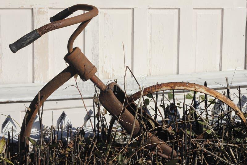 Bici oxidada fotografía de archivo libre de regalías