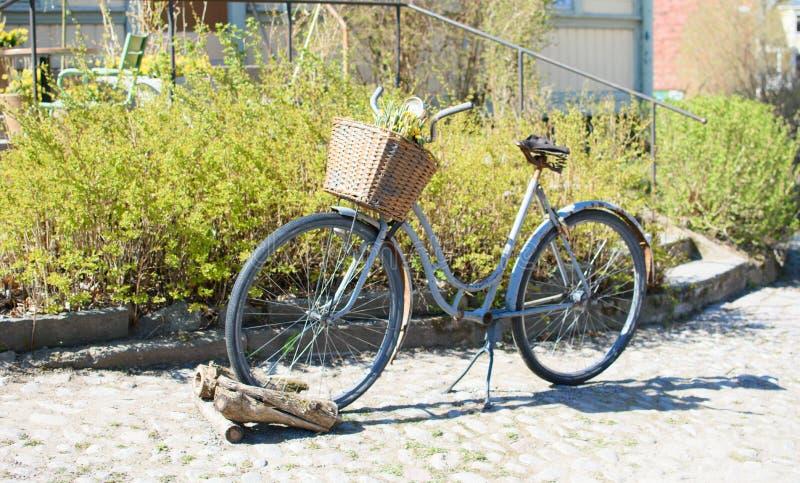 Bici oxidada vieja fotos de archivo