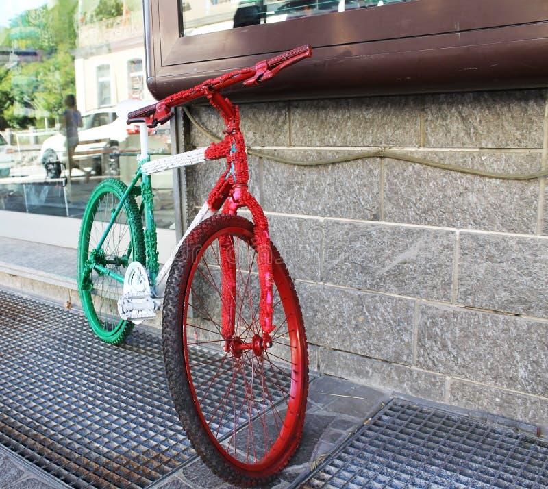 Bici pintada en los colores de la bandera italiana imagenes de archivo