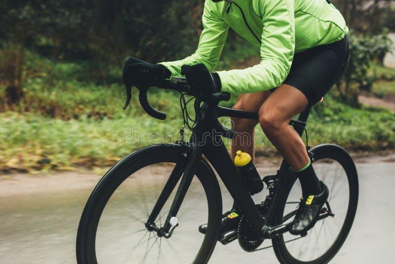 Bici profesional del montar a caballo del ciclista fotos de archivo libres de regalías