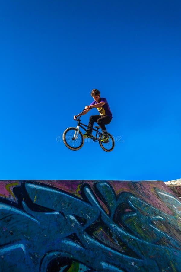 Bici Rider Tricks Air Park fotografia stock