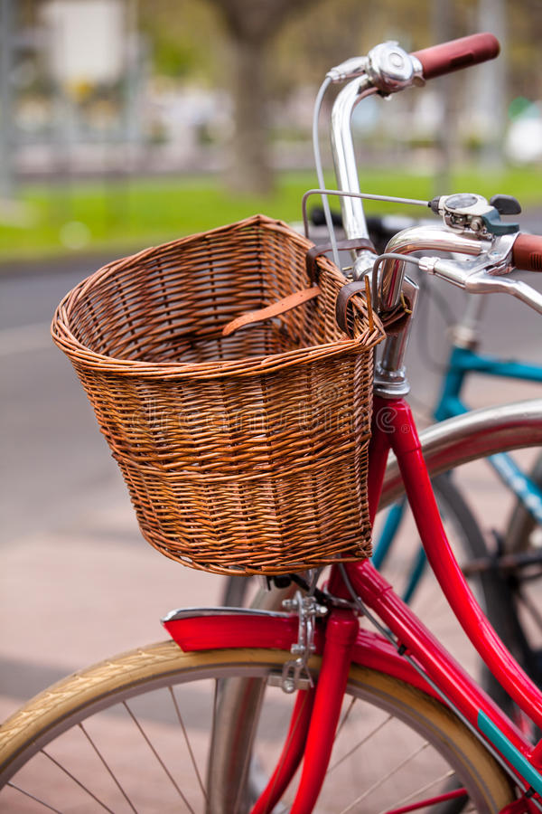 Bici roja fotografía de archivo libre de regalías