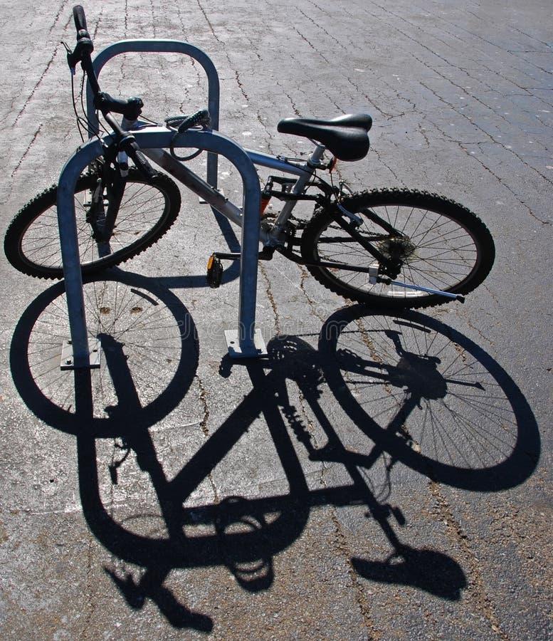 Bici y sombra fotografía de archivo