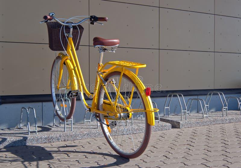 Bicicleta amarela foto de stock royalty free