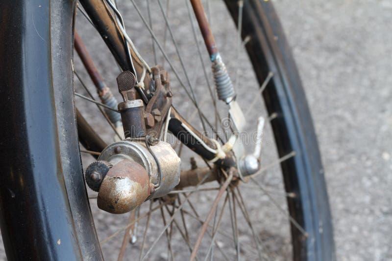 Download Bicicleta Antiga Das Senhoras Ilustração Stock - Ilustração de raio, tyre: 26522359