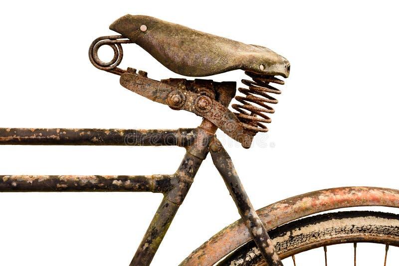 Bicicleta antiga oxidada com o assento de couro isolado no branco fotografia de stock