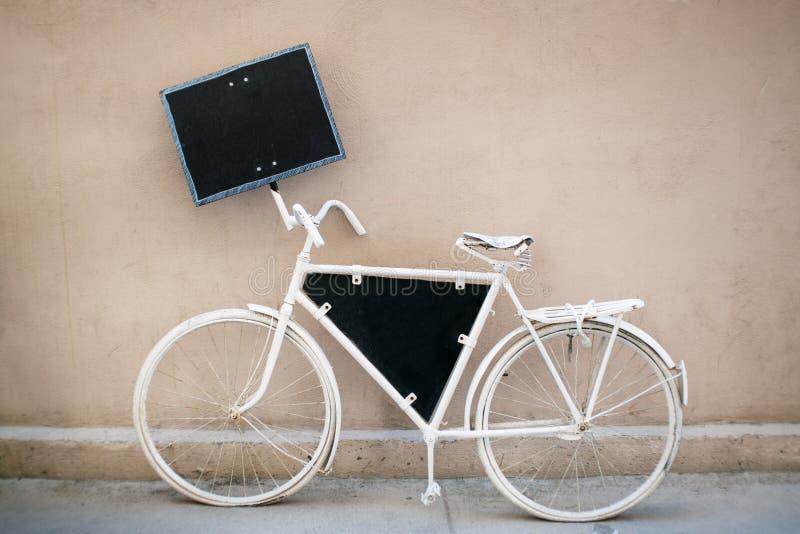 Bicicleta branca foto de stock