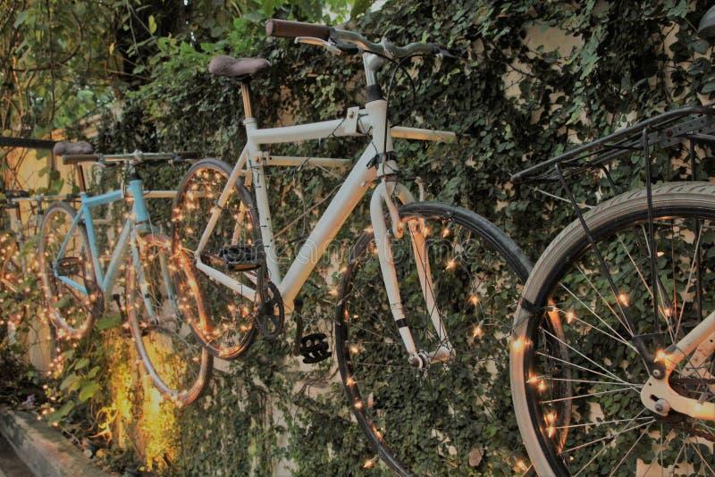Bicicleta con la iluminación hermosa fotos de archivo libres de regalías