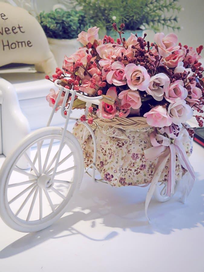 Bicicleta da flor fotografia de stock