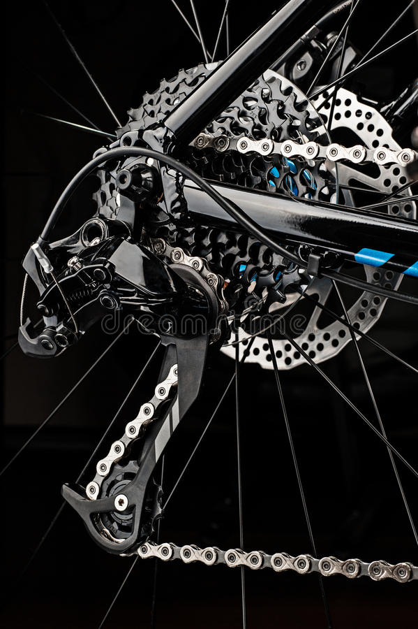 a bicicleta da montanha alinha o sistema no fundo escuro fotos de stock royalty free