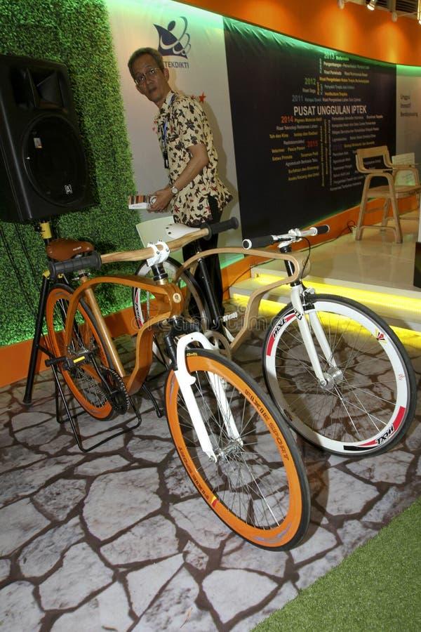 Bicicleta de madera imágenes de archivo libres de regalías
