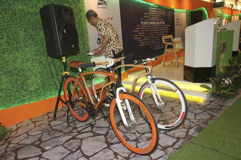 Bicicleta de madera fotografía de archivo