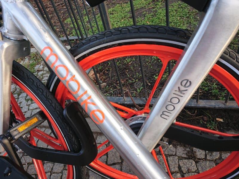 Bicicleta de Mobike que compartilha da bicicleta imagens de stock royalty free