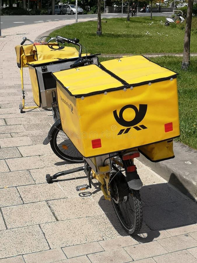 Bicicleta del poste alemán fotografía de archivo