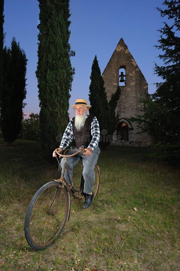 Bicicleta do homem fotografia de stock royalty free