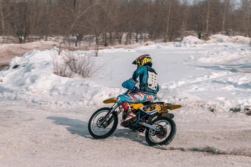 A bicicleta do motocross da roda traseira fotografia de stock