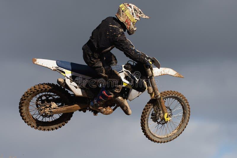Bicicleta do motocross em uma raça que representa o conceito fotografia de stock royalty free