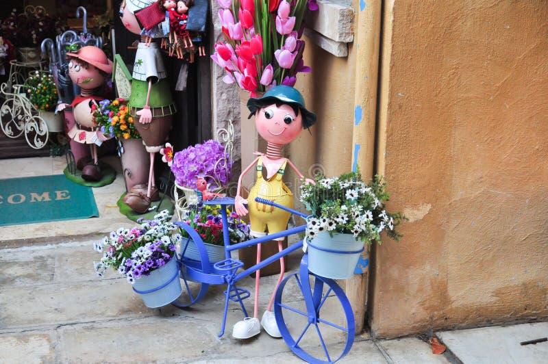 Bicicleta do suporte do Flowerpot imagens de stock royalty free