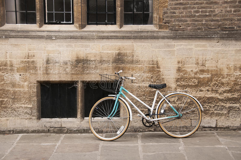 Bicicleta do vintage em Cambridge, Reino Unido. imagem de stock royalty free