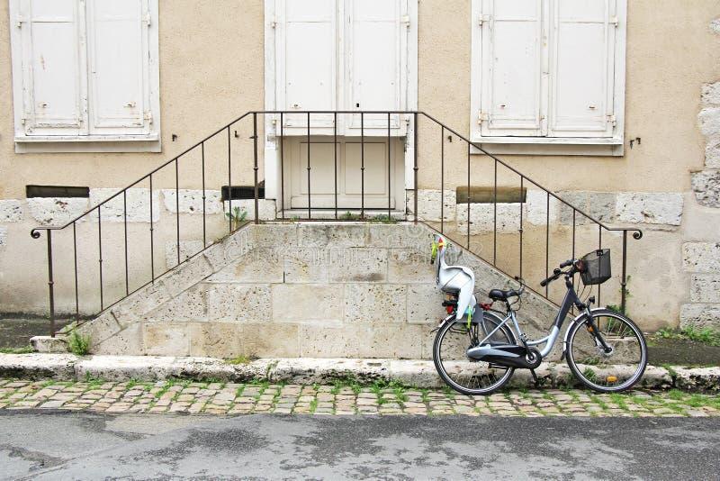 Bicicleta e escadas foto de stock royalty free