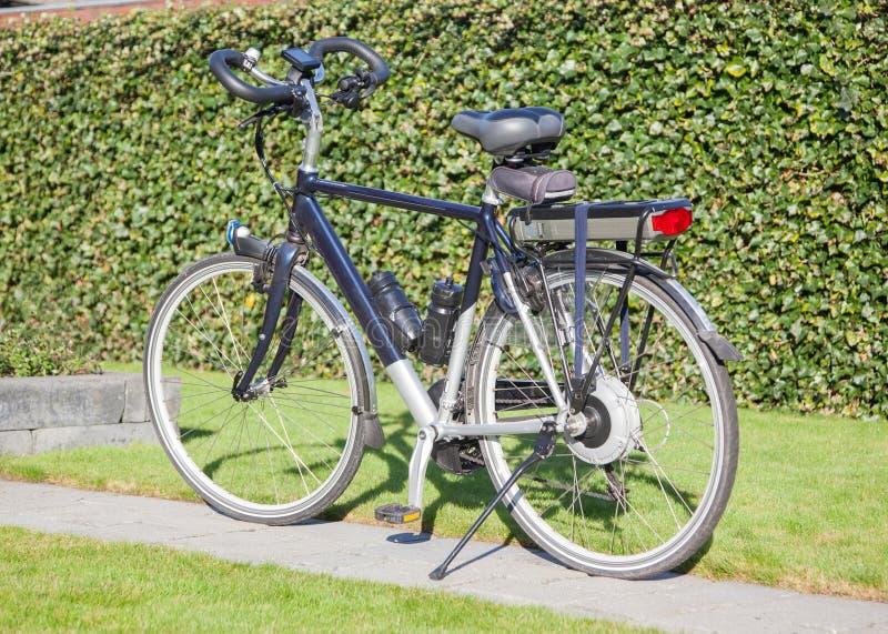Bicicleta elétrica no sol fotografia de stock royalty free