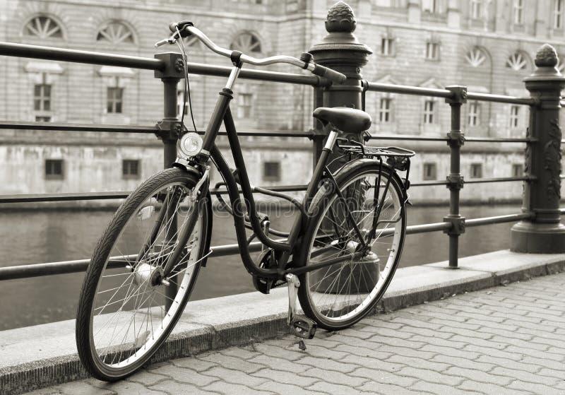Bicicleta em Berlim imagens de stock