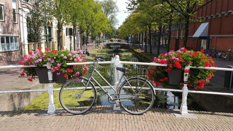 Bicicleta em uma ponte foto de stock royalty free
