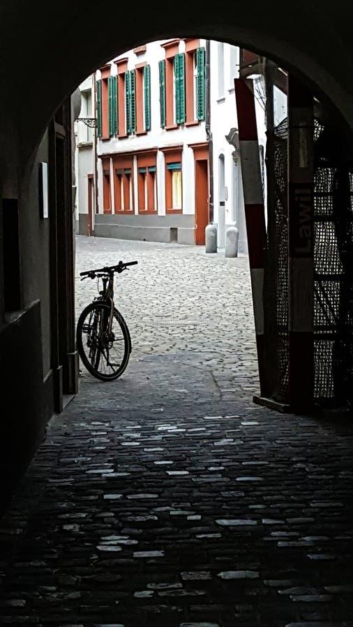 Bicicleta en Alfalfa fotos de archivo
