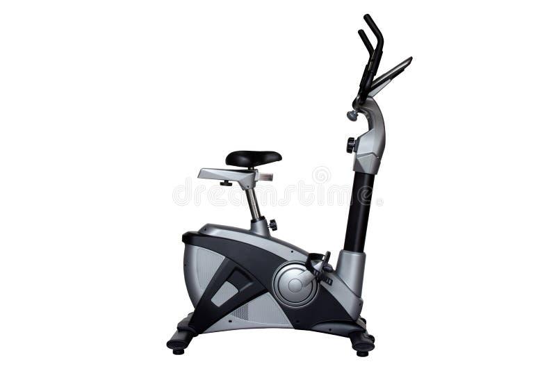 Bicicleta ereta para o exercício no gym ou a aptidão isolada no fundo branco imagem de stock