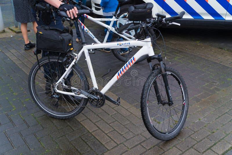 Bicicleta holandesa da polícia fotos de stock