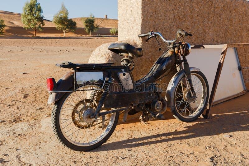 Bicicleta motorizada clássica do vintage fotos de stock royalty free