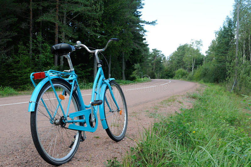 Bicicleta na estrada imagens de stock royalty free