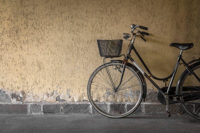 Bicicleta negra imagen de archivo