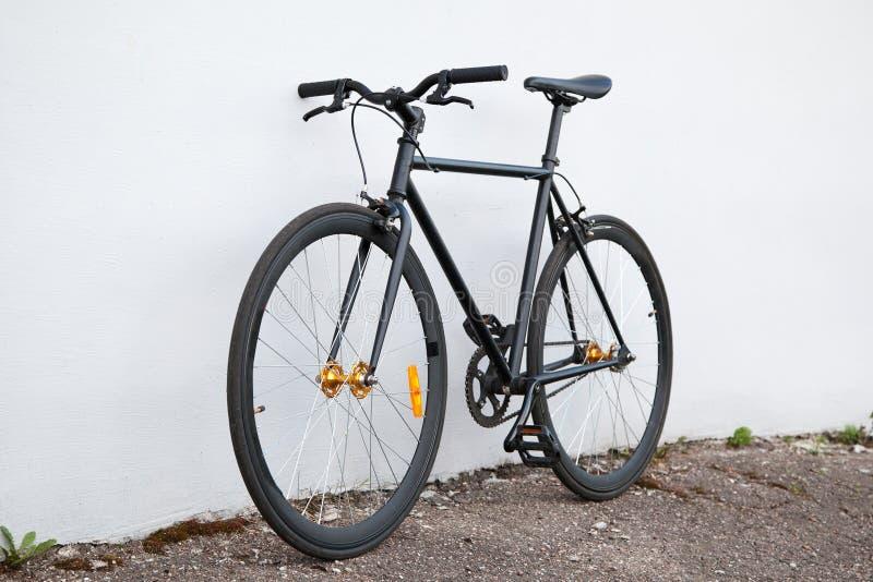 Bicicleta negra del fijo-engranaje imágenes de archivo libres de regalías